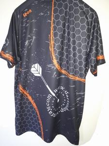 Dart Shirt Geheel naar eigen ontwerp op linker mouw ons Logo  Per stuk prijs